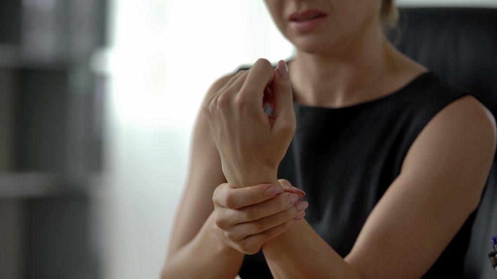 Schmerzen in Hand und linkem Arm