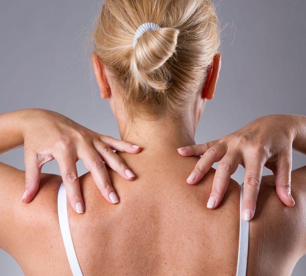 Schmerz in Nacken und zwischen Schulterblaettern